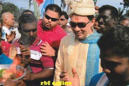 Image result for ANWAR IBRAHIM DALAM DALAM PERAYAAN HINDU